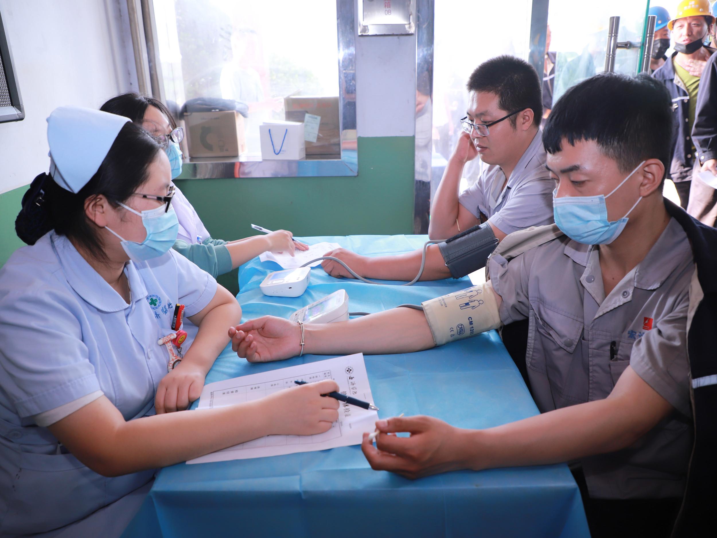 宏达集团对员工进行健康体检